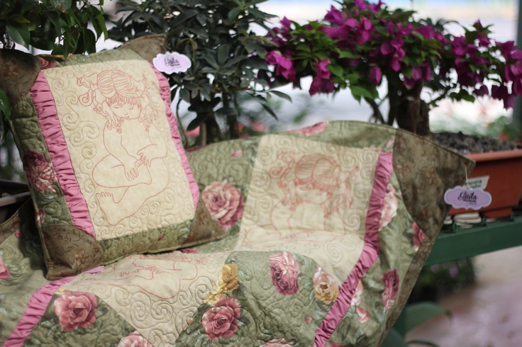 Juego de colcha y almohadon. Hechas a mano.Rescate de tradiciones.  Set bedspread and pillow.Rescate made ​​traditions  $90