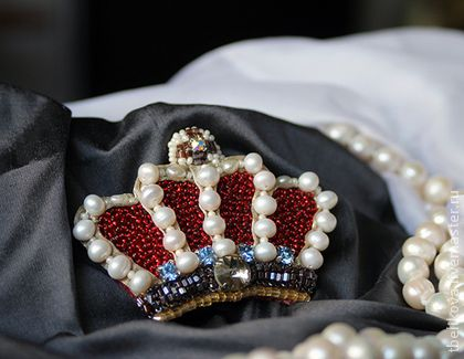 Брошь Корона B2013-28 - брошь,брошь корона,брошь с жемчугом,брошь с кристаллами