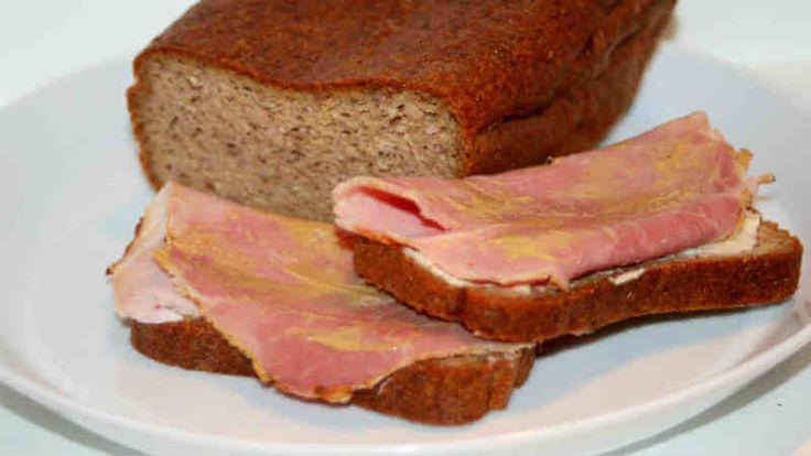 Här hittar du ett gott recept på LCHF-vörtbröd som är glutenfritt och funkar om du äter LCHF/lowcarb. Enkelt och gott att baka till julbordet.