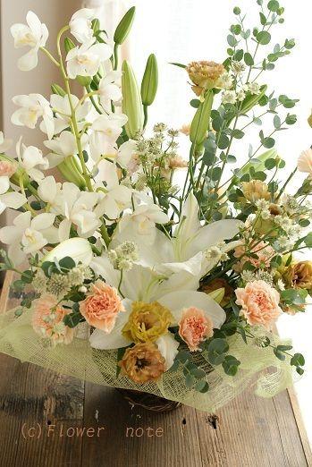 『【お悔みのお花】白いお花に想う』 http://ameblo.jp/flower-note/entry-11377146401.html