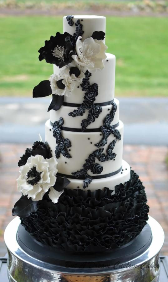 Black And White Wedding Cake By Elisabeth Palatiello
