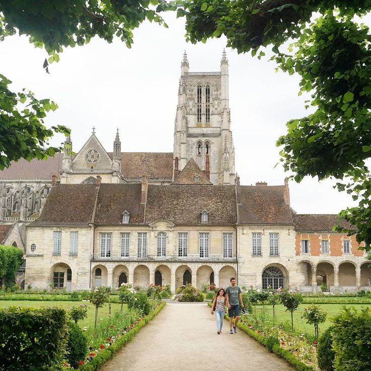 Looking for day trips from Paris? Meaux is a great one to add to the list.