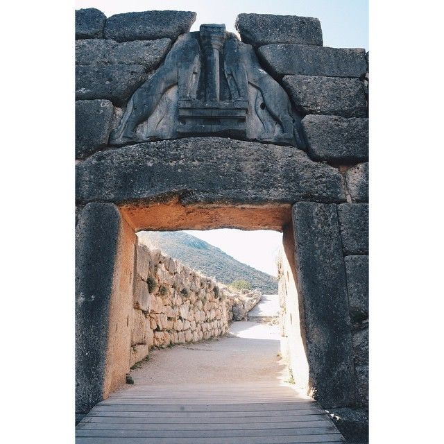 The Lion Gate is the sole surviving monumental piece of #Mycenaean sculpture,as well as the largest sculpture in the prehistoric #Aegean. Photo credits: @wideowt4