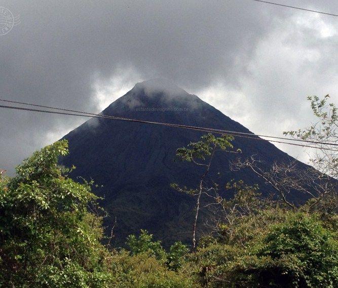 vulcão Arenal visto da estrada para La Fortuna - Estante de Viagens