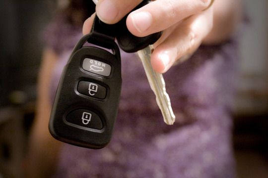 Considering buying vs. leasing a car? Here's Openbay's CEO on why leasing makes more sense.