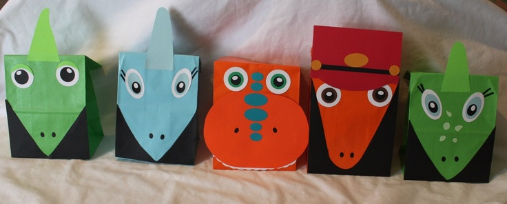 Dinosaur Train Party Favor Bags (25) via Etsy.