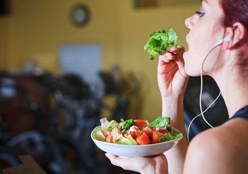 Running - training meal plans - YES! This is almost exactly what I was looking for. Spells out what kind of foods to eat for each type of run day!