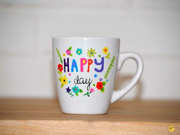 Ręcznie malowany kubek idealny na każdy dzień. Pozytywny prezent dla każdego szczęśliwca i tego co szczęścia szuka.