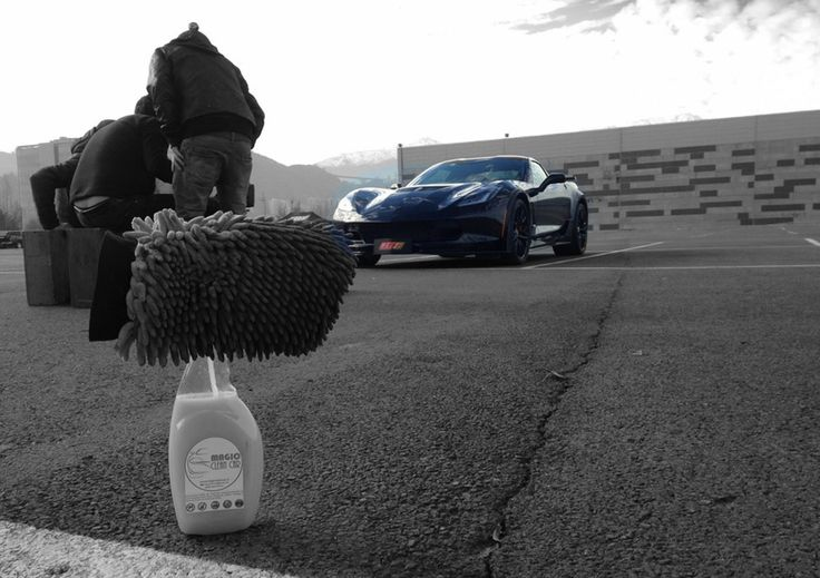 magiccleancarEl #Corvette brilla de manera espectacular en su sesión de Fotos, Con Magic Clean Car deja Tu Auto Limpio y brillantemente encerado de una sola vez y sin utilizar una gota de Agua http://www.magiccleancar.cl