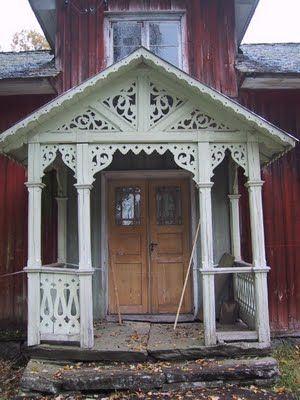 Beautiful Swedish house with traditional front porch - abandoned www.gardsromantik.se