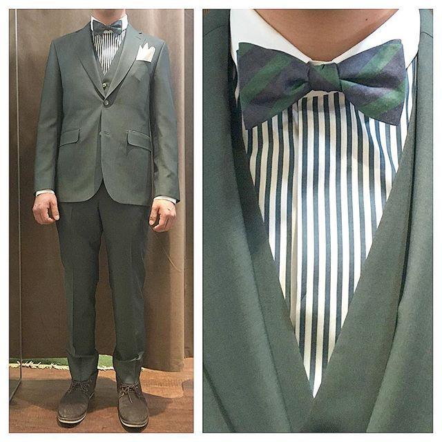 green suit. グリーンスリーピースに、グリーンのクレリックシャツ。 . . . 蝶ネクタイはネイビーグリーンのストライプ柄で。 #ライフスタイルオーダー#オーダースーツ目黒#結婚式#カジュアルウエディング#ナチュラルウエディング#レストランウエディング#結婚準備#新郎衣装#新郎#プレ花嫁#メンズファッション#オーダータキシード#スリーピース#蝶ネクタイ #lifestyleorder#japan#meguro#photooftheday#instagood#wedding#tailor#snap#mensfashion#menswear#follow#ootd#formal#greensuit#bowtie