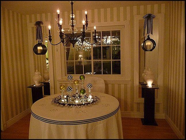 Best 25 Christmas Dining Rooms Ideas On Pinterest  Christmas Amazing Christmas Dining Room Decorating Design