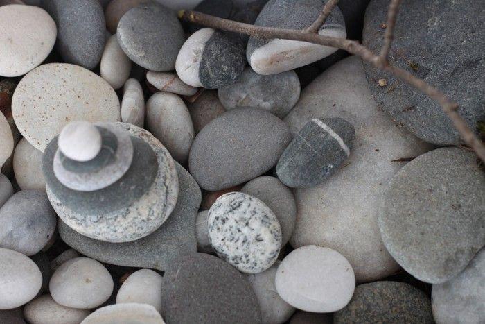 diy desktop zen garden, stones, Gardenista