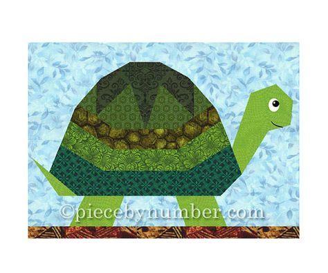 Le bloc de tortue PDF téléchargement immédiat est un super amusant papier piecing couette motif ! Coquille de la tortue est facile de morceau avec son modèle de moitié-star et rayures. Inclure un bloc de tortue dans une courtepointe échantillonneur animale pour les amoureux de la nature, ou quen est-il un beau bébé couette fait dans des couleurs douces, de pépinière ? La page de coloriage vous aidera à planifier les meilleures couleurs pour votre projet.  Les pièces du patron fournis faire…