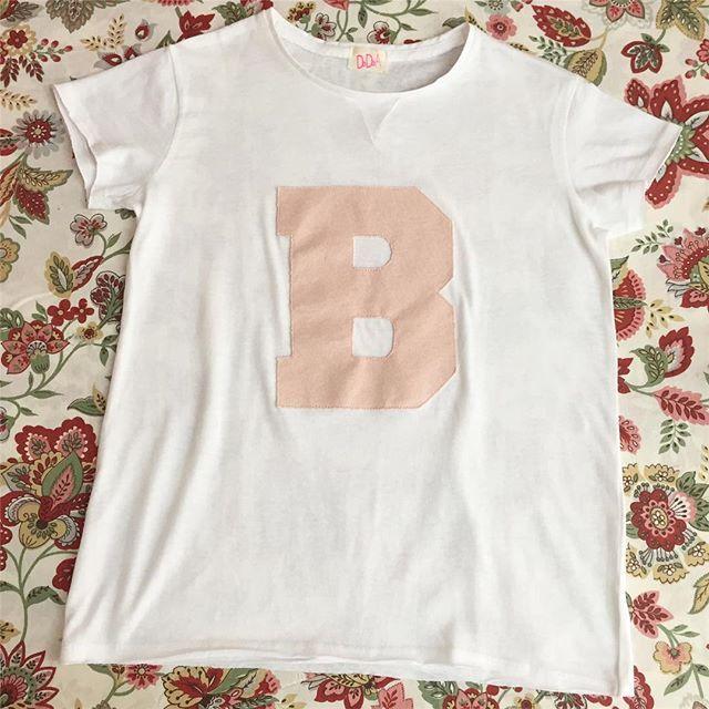 🔠💟Symbol t-shirt per Bianca!✂️💝 cucita a mano X i maschietti t-shirt disponibile con applicazione grigia, nera o verde militare! Anche per mamma e papà! Disponibile anche in versione body per i bebè!  #tshirt #symbol #iniziale #tshirtpersonalizzate #bimbifashion #modabambini #modamamme #tshirtbambina #tshirtdesign #tshirtshop #handmadetshirt #handmadewardrobe #tshirtlovers #summertrends #kidscollection #kidsshop #instatshirt #instakids #instabimbi #kidsshop #instamamme #womoms…