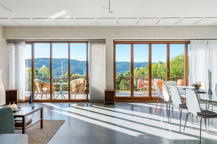 FINN – Velkommen til en helt spesiell eiendom, moderne arkitektur, fantastisk beliggenhet i vill & vakker natur med panoramisk utsikt mot Tyrifjorden, 1/2 time kjøring fra Oslo