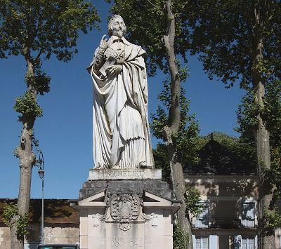 Claude Ramey : Statue de Richelieu. Château et ville de Richelieu.  Indre-et-Loire