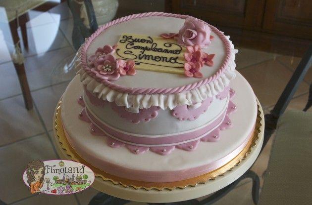 torta merletti e fiori in pasta di zucchero