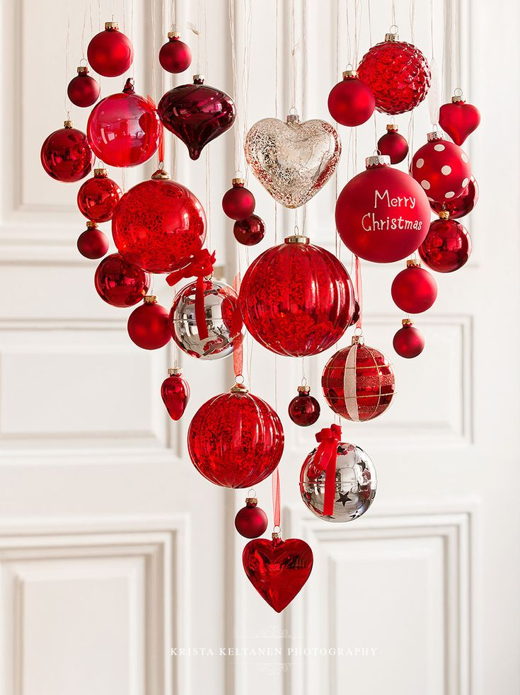 Hang assorted ornaments at different lengths to make a Christmas mobile. This could be adapted for other holidays as well.