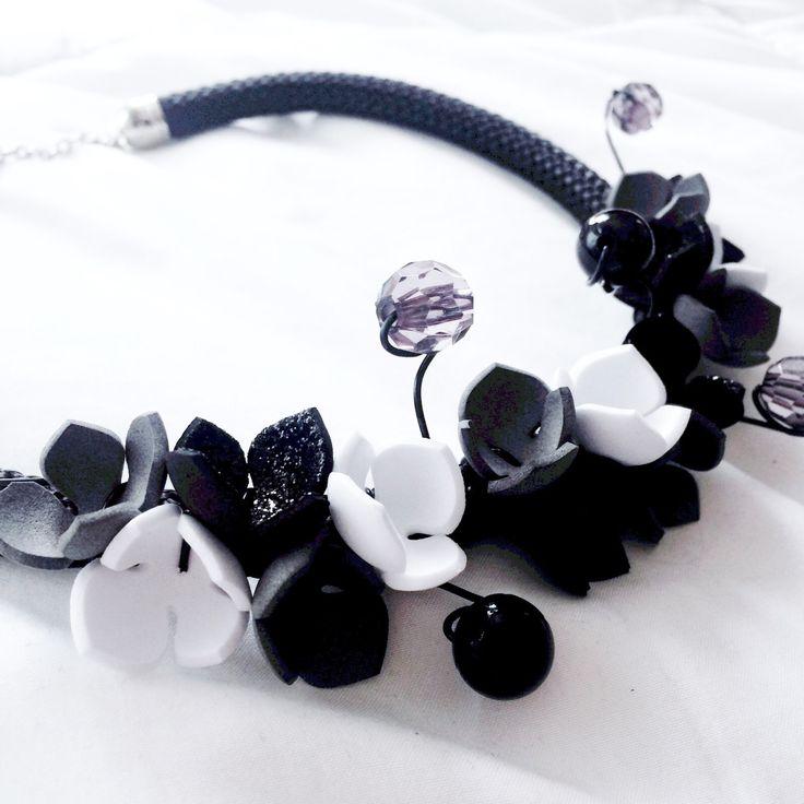 Collana fiori d'autunno, corda, perle, cristalli, fiori, pvc di NoxCreare su Etsy