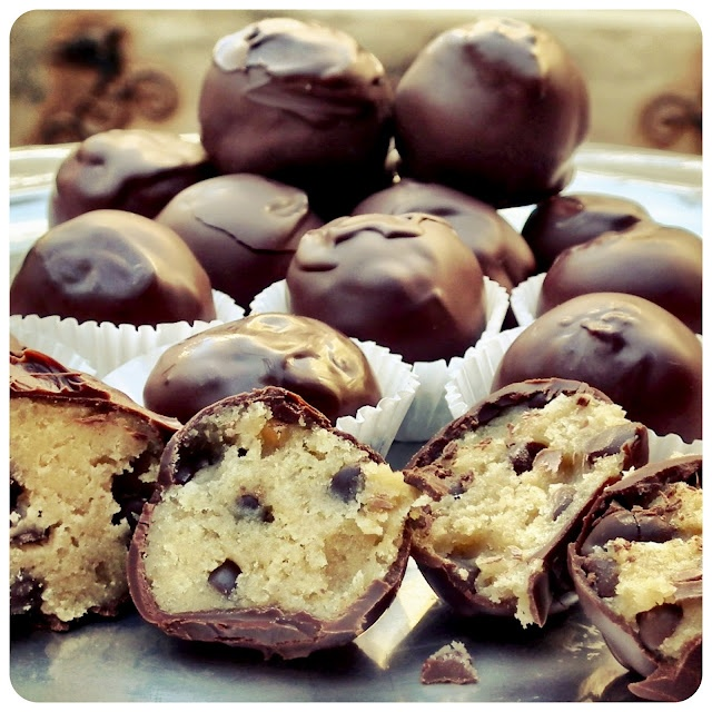 Frikkie Awesome: Chocolate Chip Cookie Dough Truffles