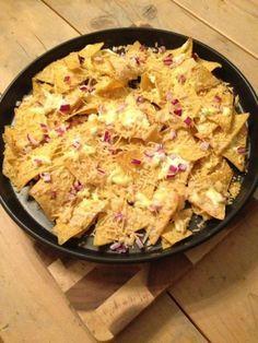 Nachos uit de oven is niet het gezondste recept op mijn blog. Het is wel heel lekker en gemakkelijk te maken. Lekker als voorgerecht of als snack.