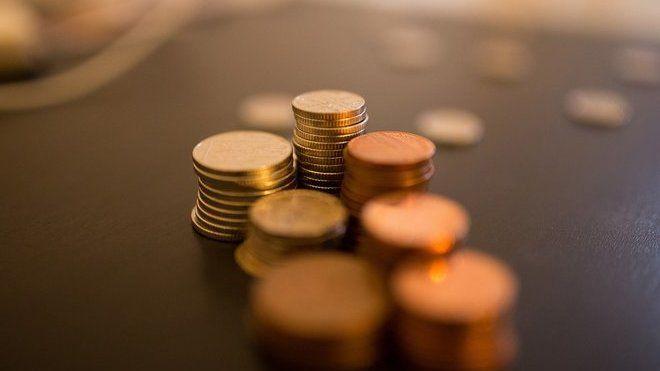Finanční gramotnost  - představuje schopnost orientovat se vproblematice peněz a cen, znalost fungování finančních produktů i schopnost spravovat osobní a rodinné finance. Vtéto souvislosti se často zmiňuje, že Česko na tom není příliš dobře. Čím by se měl řídit a co by měl znát finančně gramotný člověk?