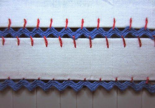 A espiguilha é um tipo de fita em renda ou crochet, que se vende a metro, e que podemos usar para guarnecer os nosso trabalhos. Aqui, deixa...