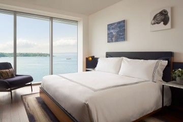 Travelers seeking refuge from the mundane will find that Thompson Seattle offers luxurious boutique hotel accommodations near Pike Place Market. Guests will enjoy inspirational views of downtown Seattle's skyline and revel in the local culinary delights of the city.
