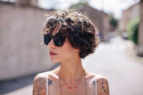 Neueste gewellte kurze Frisuren für Damen
