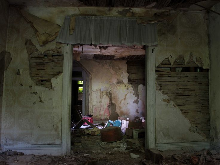 This is the childhood bedroom of serial killer Robert Berdella (aka the Kansas City Butcher). Berdella spoke of his rough childhood and sexual abuse to his prison psychiatrist, which he says triggered his desire to kill male prostitutes in Kansas City.
