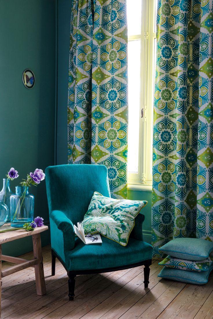 Шторы с графическим узором, голубые и зеленые шторы, дизайн текстиля Manuel Canovas, VAN VUGHT Interiors ваш дизайнер интерьеров в Берлине