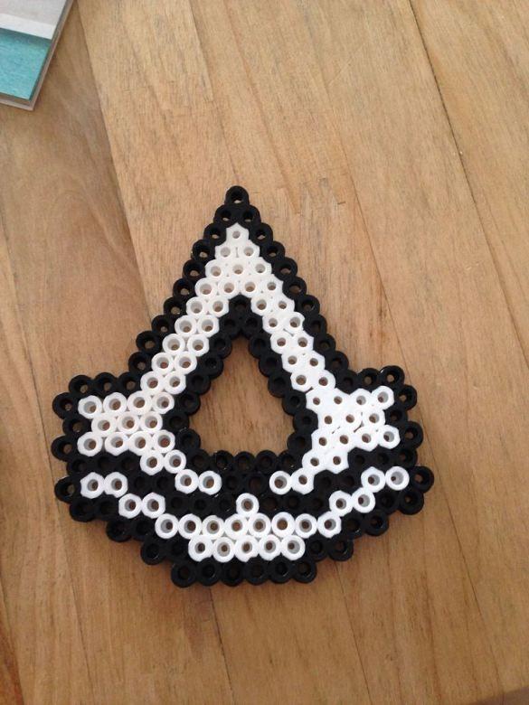 Hama Beads Assasins Creed Logo