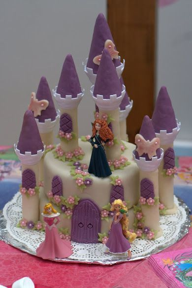 Gâteau château de princesses des 5 ans de Luna, Inès et Lou - Disney princess birthday cake