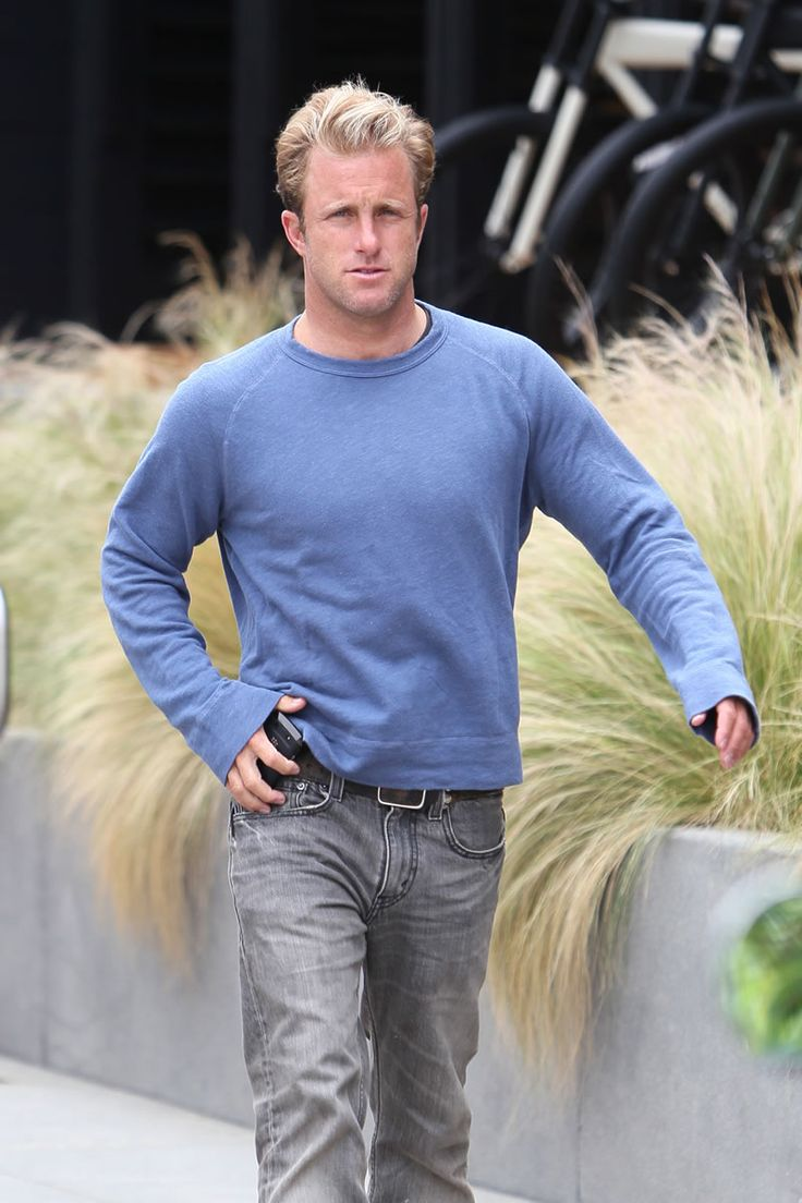 One of my favorite Scott Caan pictures. This is a man who should always wear blue.