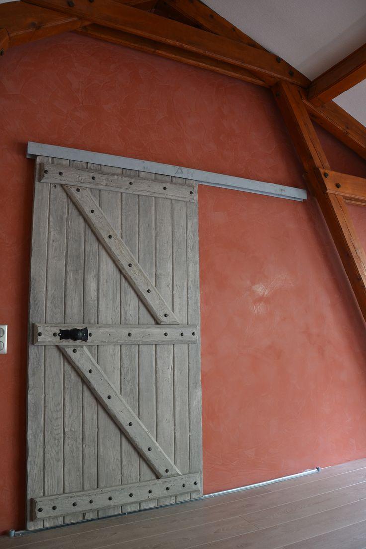 Une porte de grange comme porte coulissante pour mon dressing ...