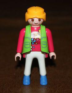 Playmobil personnage femme pull rose sans gilet vert 2€