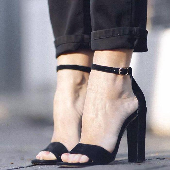 Steve Madden Carrson Black Heels