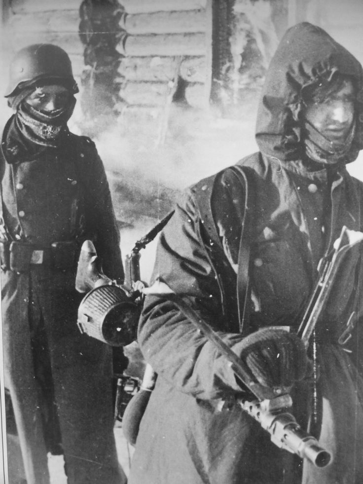 Two freezing Germans, the one carrying a MG-34 light MG, somewhere on the Eastern Front. The machine gunner wears alight weather smock, his comrade in just a greatcoat. Great numbers of German soldiers froze to death because they stepped into Russia without proper winter clothing.