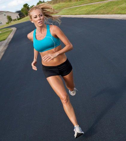 Joggen ist eines der besten Fitness Trainings um das Herz Kreislauf System zu trainieren, die Gesundheit zu fördern, und um Gewicht zu verlieren.