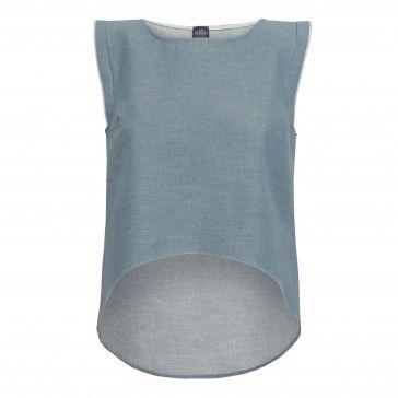 Najnowsza kolekcja marki Marc Bobbin PURE Summer 2014 to wyjątkowe tkaniny o oryginalnym i subtelnym tłoczeniu, czysta forma, ultra kobiecość oraz wygoda noszenia.    Model: Rozkloszowana Bluzka- Top , z ozdobnymi wypustkami na rękawkach (możliwość wybrania koloru) . Świetnie komponuje się ze spódnicami i z innymi modelami kolekcji PURE.  Wykończenie: Wykończona lamówką  Materiał: Wyjątkowy jeans nie dekatyzowany. Sztywny i sterczący   Pranie: zalecane pranie na sucho w celu nie utracenia…