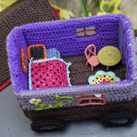 Knitting Patterns For Doll Houses : 11 best images about Crochet - dollhouse on Pinterest Hooks, Tissue box cov...