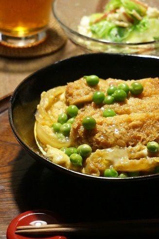 グリンピースの豚かつ丼とキャベツの春色サラダ by junjunさん ...