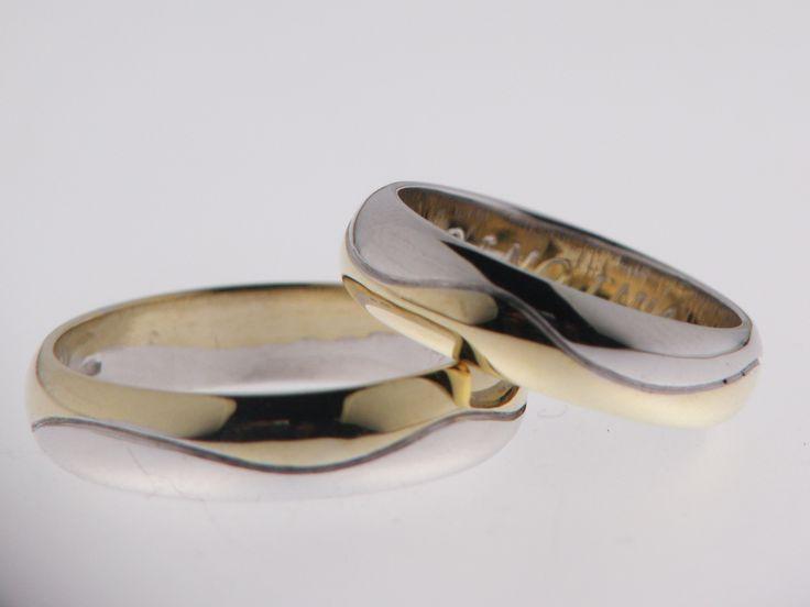 Fedi  bicolore in oro giallo e bianco  Wedding rings in yellow and white gold.  Art 28291; prezzo medio  €1100 la coppia