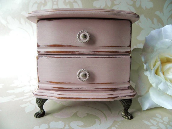 Pretty little vintage musical trinket/jewellery box upcycled with Annie Sloan's 'Antoinette'
