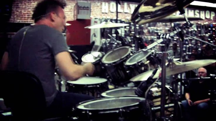 "Stephen Perkins (from Jane's Addiction) demonstrates ""Who Are You"" at Guitar Center Sessions"