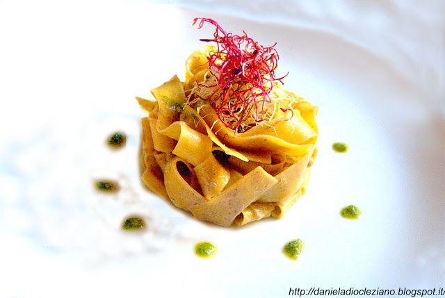 Ingredienti per 4 persone :   250 gr. di pappardelle all'uovo Filotea  200 gr. di porcini freschi  200 gr. di champignon  30 gr. di por...