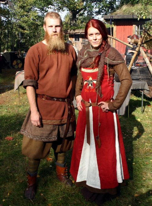 Unknown neopagan/reenactor? in an apron dress with side lacing for snugness and contrasting-color gores.  An interesting blend of ideas for which I know of no support in the archaeological record, but it's a handsome outfit.