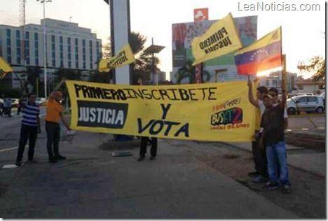 Primero Justicia Juvenil inició campaña llamando a inscribirse en el Registro Electoral - http://www.leanoticias.com/2013/02/01/primero-justicia-juvenil-inicio-campana-llamando-a-inscribirse-en-el-registro-electoral/
