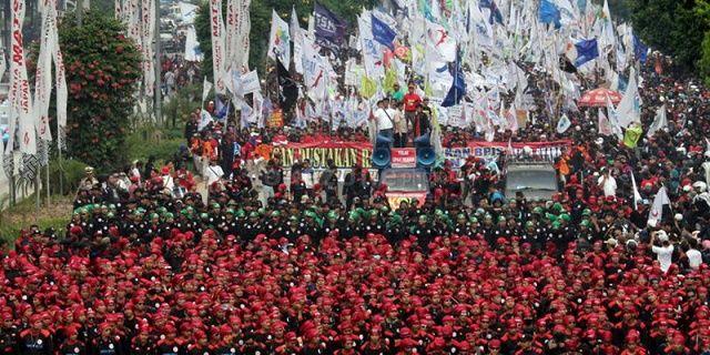 Mogok Nasional, Buruh Tetap Turun Jalan 2 Desember - Indopress, Jakarta – Menggelar mogok nasional, Konfederasi Serikat Pekerja Indonesia (KSPI) memutuskan akan turun ke jalan menggelar aksi demonstrasi pada 2 Desember 2016. Serikat buruh ini sidianya akan menggelar aksi …